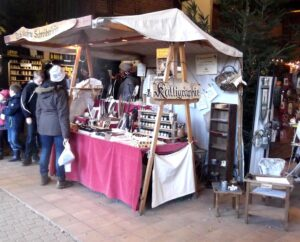 Wildwald-Weihnachtsmarkt: mein Kalligraphiestand unterm Zeltdach
